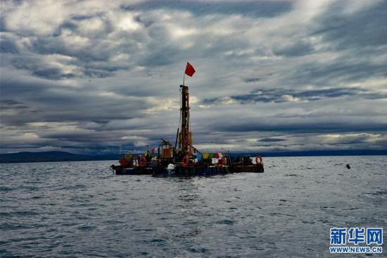 (图文互动)(3)我国首次在西藏高原成功钻取百米湖芯