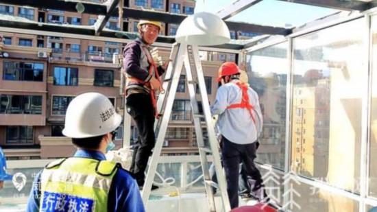 連雲港一小區違建成風:42戶公職人員承諾拆除
