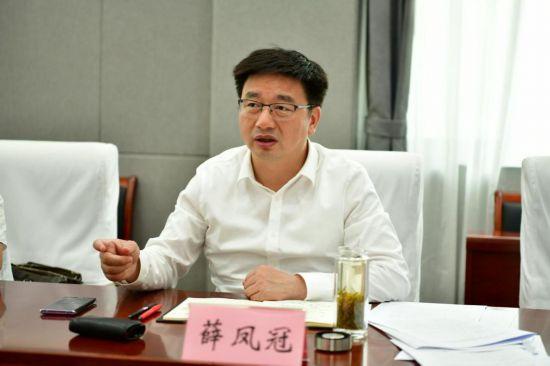 薛凤冠:将换届工作作为极端重要的事情来抓