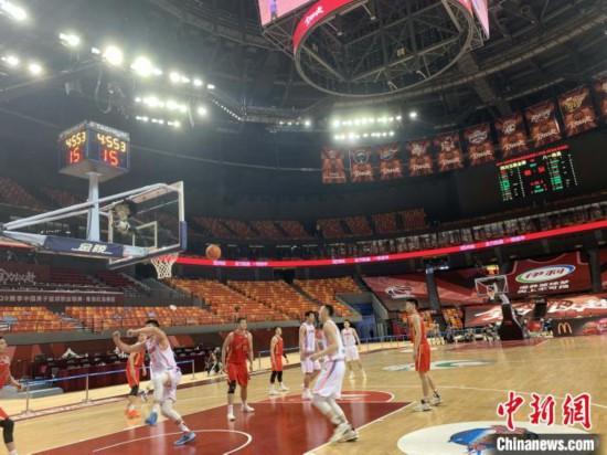 四川男篮与八一队比赛现场。四川金强蓝鲸篮球俱乐部供图