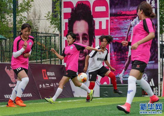 (体育)(2)西藏拉萨举办民间女子足球赛