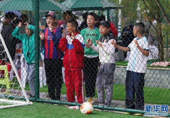 (体育)(4)西藏拉萨举办民间女子足球赛