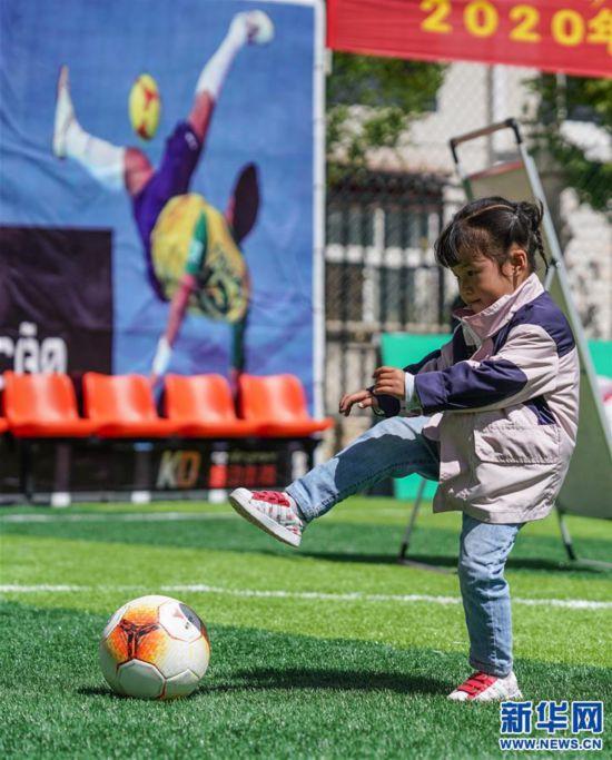 (体育)(5)西藏拉萨举办民间女子足球赛