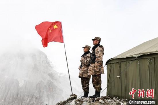 与雪山冰川为伴西藏军区边防战士海拔5400米守边记