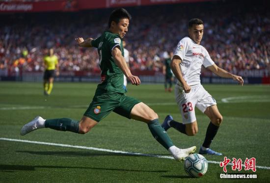 资料图:北京时间2月16日,西甲24轮西班牙人2:2战平塞维利亚。中国球员武磊首发登场,并在比赛的第49分钟破门,帮助球队2:1反超比分。
