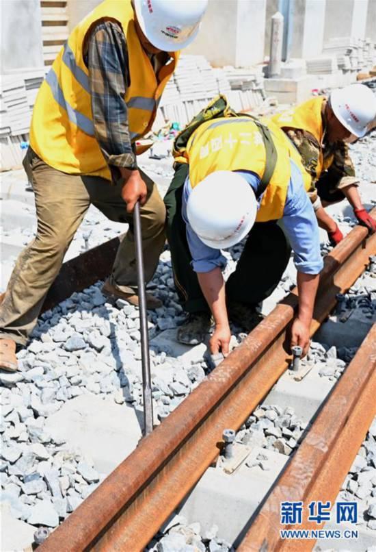 (经济)(5)福平铁路全线铺轨贯通