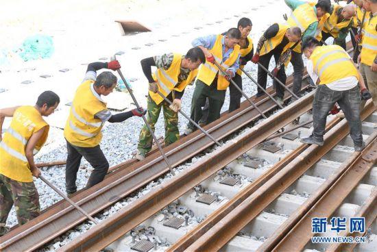 (经济)(4)福平铁路全线铺轨贯通