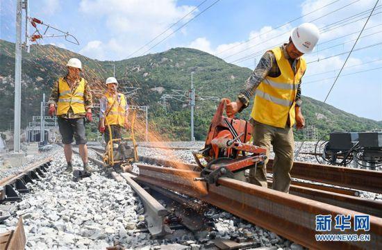 (经济)(3)福平铁路全线铺轨贯通