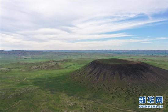 (环境)(1)草原上的火山群