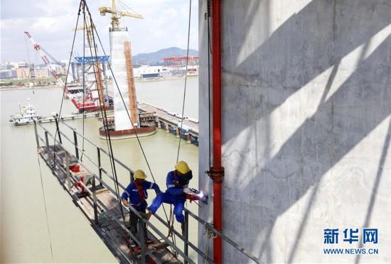 (经济)(3)深中通道中山大桥主塔建设进展顺利