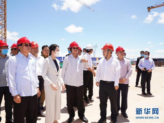 (国际)(1)老挝总理高度评价中老铁路建设成果