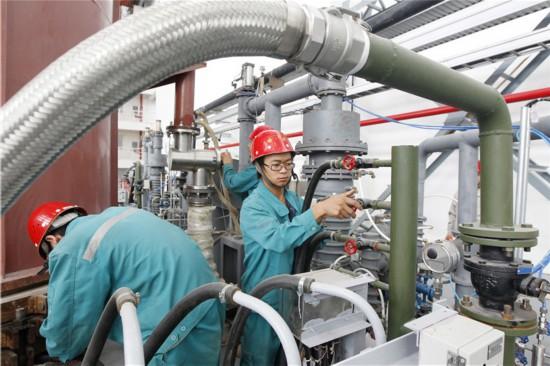 昆鋼鐵集團-新材料-鈦產業基地建設001(楊崢 攝)_.jpg
