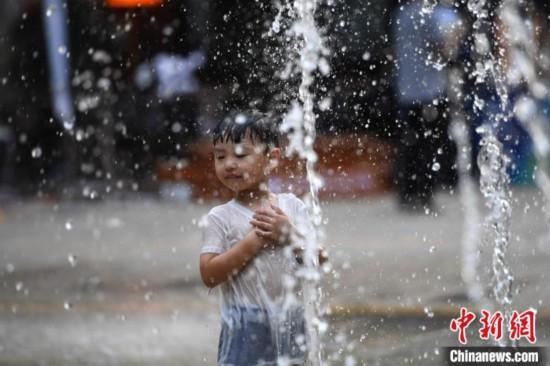 重慶で「かまど」が威力発揮し酷暑 局地的に8月予想最高気温42度