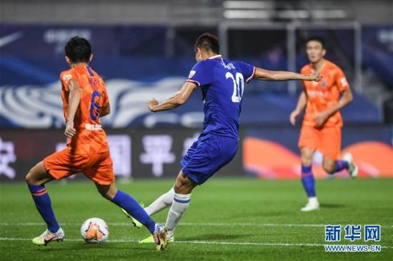 (体育)(2)足球――中超:上海绿地申花胜山东鲁能泰山