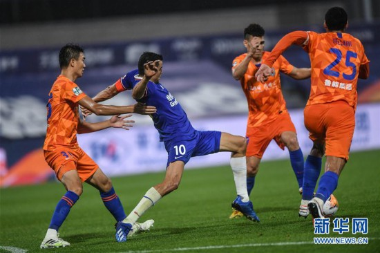 (体育)(10)足球――中超:上海绿地申花胜山东鲁能泰山