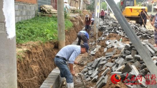 圖為新沭村村內排水溝建設現場。黃川鎮供圖