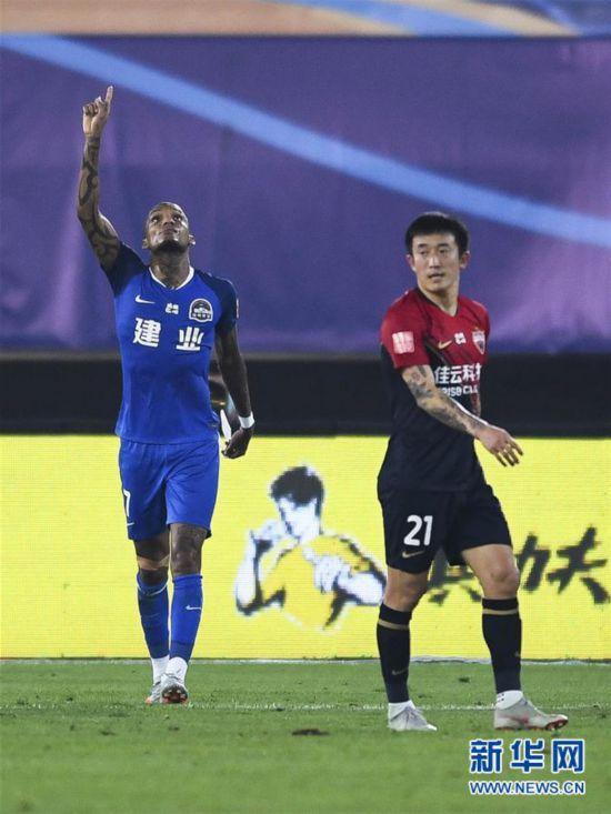 (体育)(1)足球――中超:河南建业胜深圳佳兆业