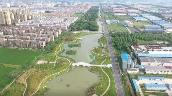 """江�K金湖:""""城市+�l村+景�^"""