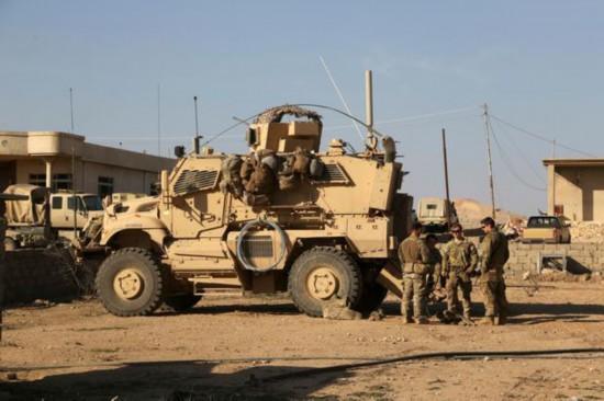 美国为首国际联军车队在伊拉克遭爆炸装置袭击