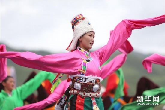 (文化)(1)甘肃碌曲:草原锅庄欢乐起舞