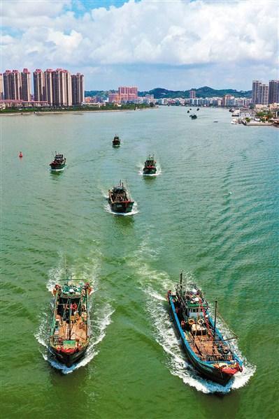 汕头近千艘渔船扬帆出海
