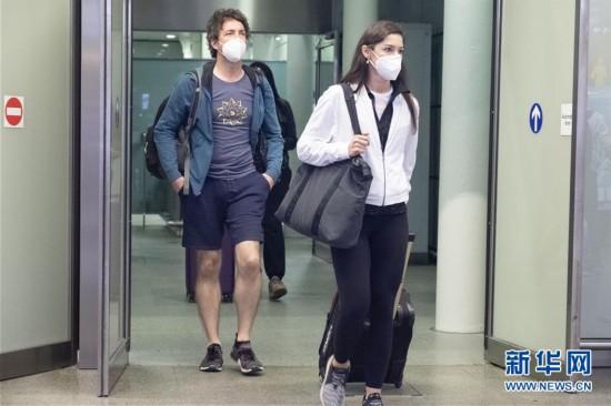 (国际疫情)(2)英国开始对从法国等6地入境旅客实施隔离