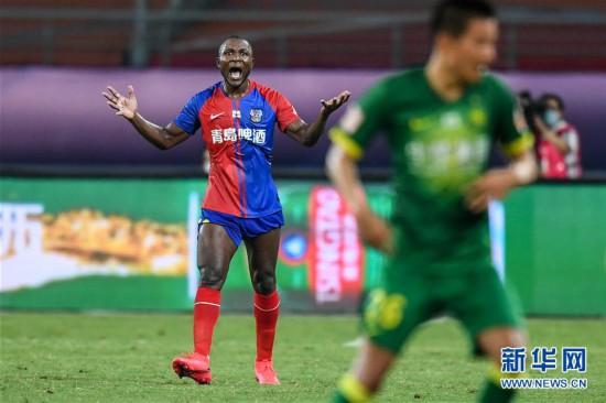 (体育)(12)足球――中超:北京中赫国安战平青岛黄海青港