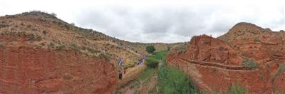 <p>    草原上的神秘峡谷――红山谷,是盐池县近年来着力打造的极具特色的户外探险旅游新景区。</p>