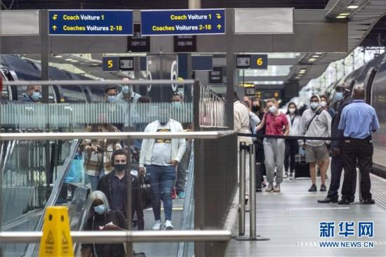 (国际疫情)(3)英国开始对从法国等6地入境旅客实施隔离