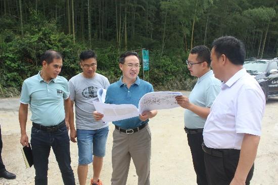 黄洪斌在华江调研龙潭寨项目时强调:全盘谋划,精雕细琢,强力推进项目建设