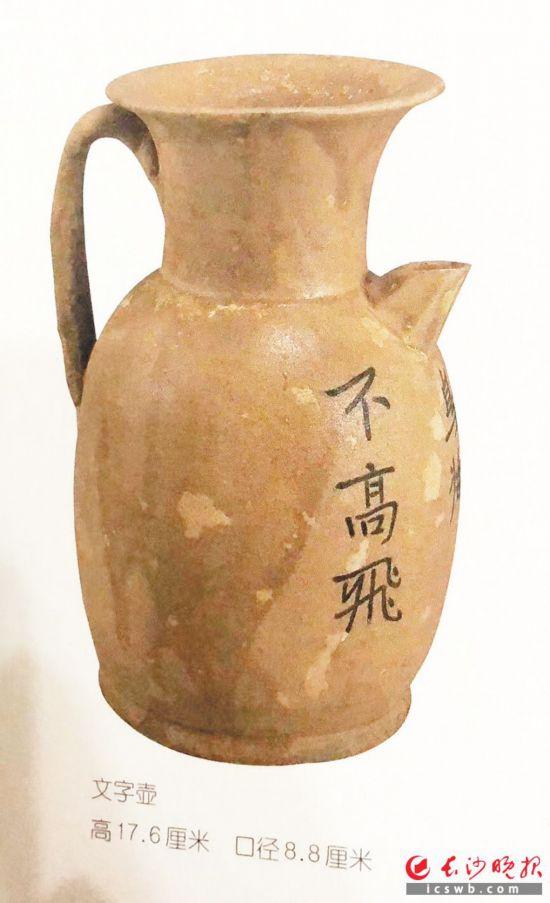 长沙窑创新使用诗文装饰,外销火热,是媒体艺术的成功案例。