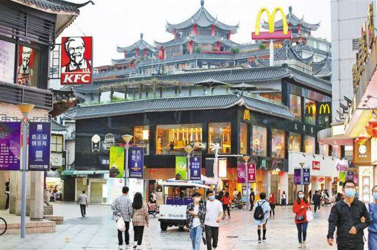 """深圳东门步行街获评 """"中国著名商业街"""""""