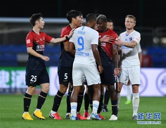 (体育)(9)足球――中超:深圳佳兆业胜大连人