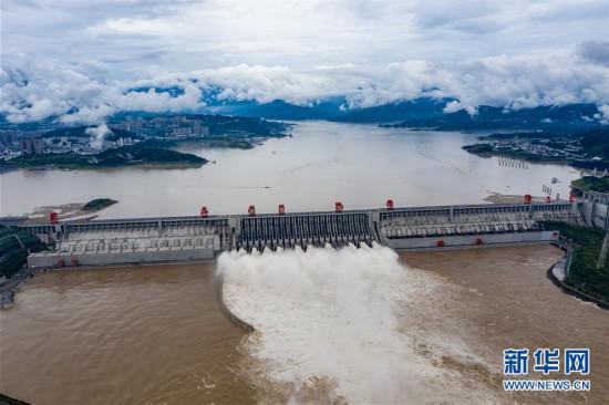 #(图文互动)(1)三峡水利枢纽迎战建库以来最大洪峰