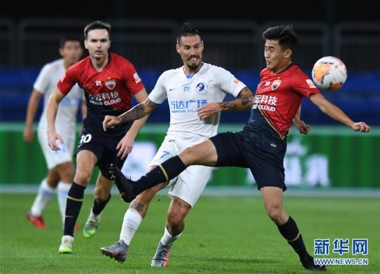 (体育)(4)足球――中超:深圳佳兆业胜大连人