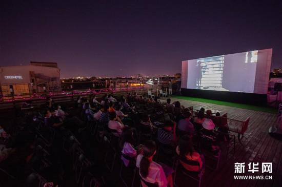 (文化)(4)第十届北京国际电影节举行露天放映活动