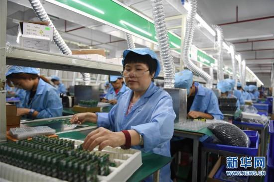 福建南安:小小對講機 做出大產業