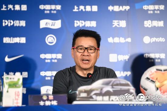 吴金贵出席中超第八轮赛前发布会。 中超联赛/IC photo 官方供图