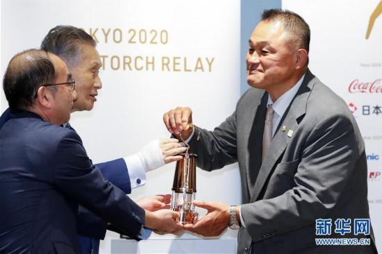 (体育)(5)奥运圣火在东京展出