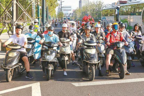 1日起南通處罰騎電動車不戴頭盔 首次罰款20元
