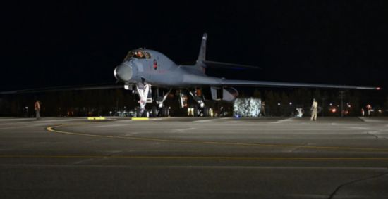 """美派三架B-1飞抵俄罗斯远东海域 俄指责其""""敌对和挑衅"""""""
