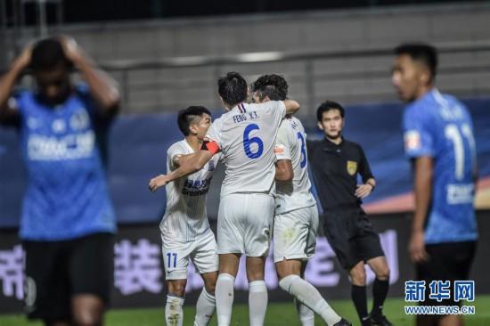 (体育)(13)足球――中超:大连人平上海绿地申花
