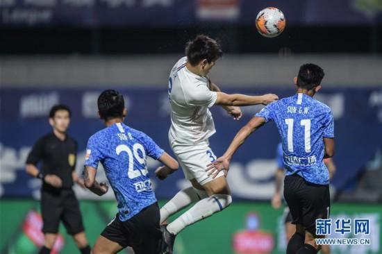 (体育)(10)足球――中超:大连人平上海绿地申花