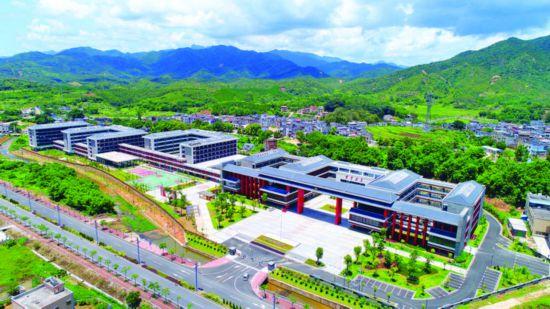 东江干部学院教学用房和生活配套设施建设全面完成并投入使用。 惠州日报记者杨建业 李松权 摄