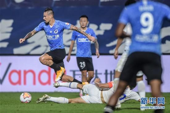 (体育)(7)足球――中超:大连人平上海绿地申花