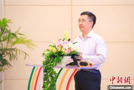 图为重庆市委宣传部副部长、市文明办主任马岱良在启动仪式上讲话。主办方供图