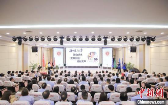 行十八年公益重庆巴蜀小学老师志愿践行教育互助