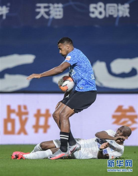 (体育)(5)足球――中超:大连人平上海绿地申花