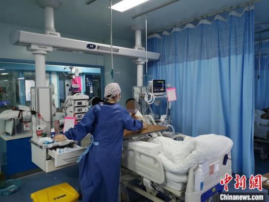 韩冰在重症监护室治疗 武汉大学人民医院供图