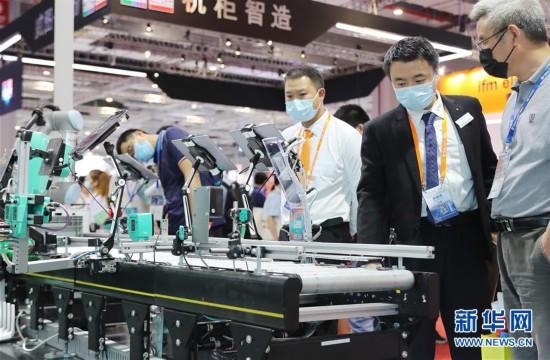 (经济)(4)第二十二届工博会在沪开幕